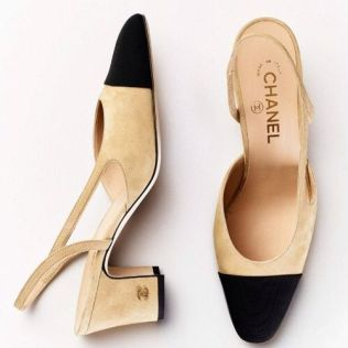 Escarpins à bride Chanel, 690 €